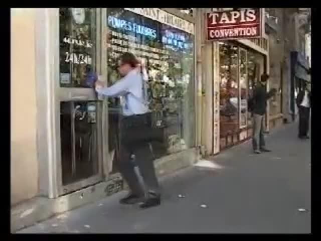 Vidéo Le Monde à L'envers - Tous Pas Pareils