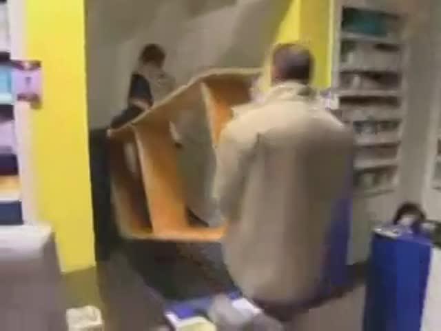 Vidéo Pascal Le Grand Frère Réveille Brutalement Mounir