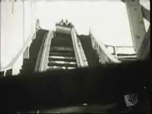 Vidéo Le Monde à L'envers - Une Nuit Dans Une Maison Hantée